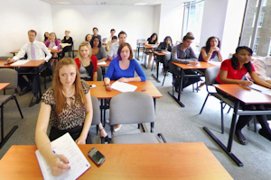 урок в London School of Business & Finance